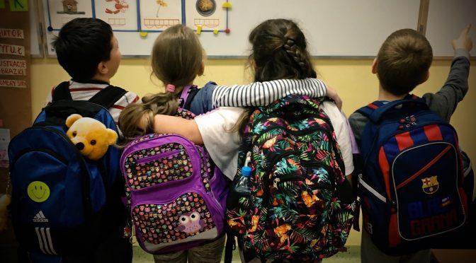 Odchudzanie plecaków, czyli nowe szafki dla uczniów ZSP w Łysej Górze